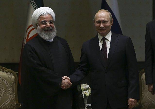 Rusya Devlet Başkanı Vladimir Putin, İran Cumhurbaşkanı Hasan Ruhani ile Cumhurbaşkanlığı Külliyesi'nde başbaşa görüştü.