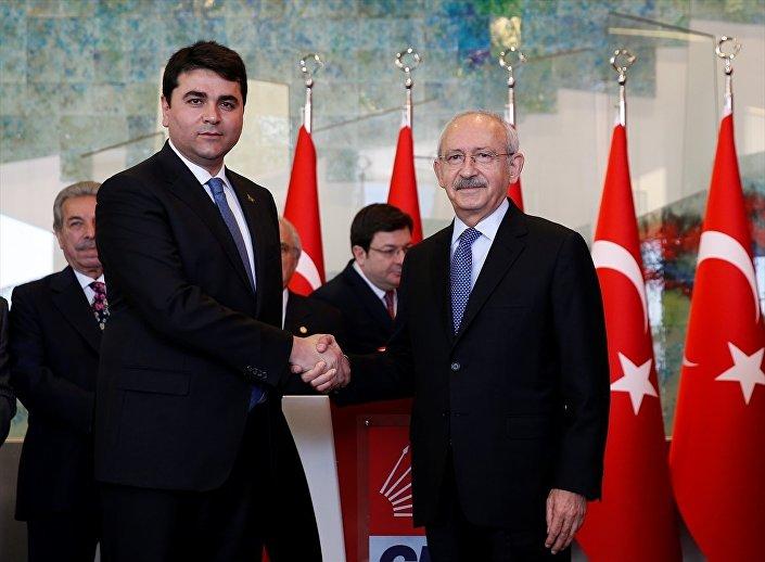 Demokrat Parti (DP) Genel Başkanı Gültekin Uysal, Cumhuriyet Halk Partisi (CHP) Genel Başkanı Kemal Kılıçdaroğlu ile CHP Genel Merkezinde bir araya geldi