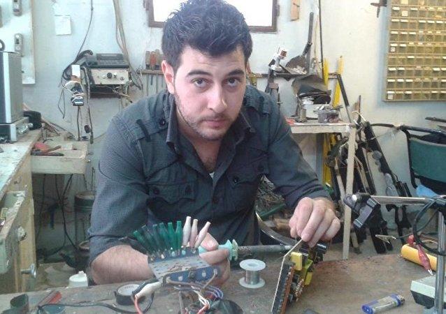 Elektromanyetik indüksiyon prensibiyle çalışan tüfek icat eden Suriyeli Asad Haddad