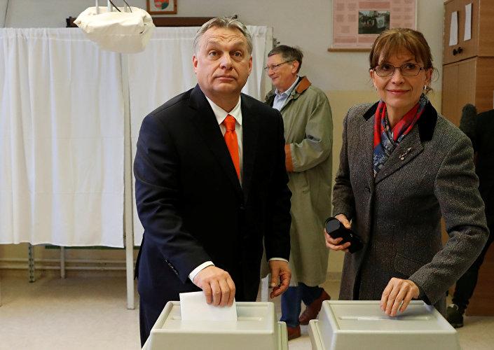 Başbakan Viktor Orban ve Aniko Levai, başkent Budapeşte'de oylarını kullandı.