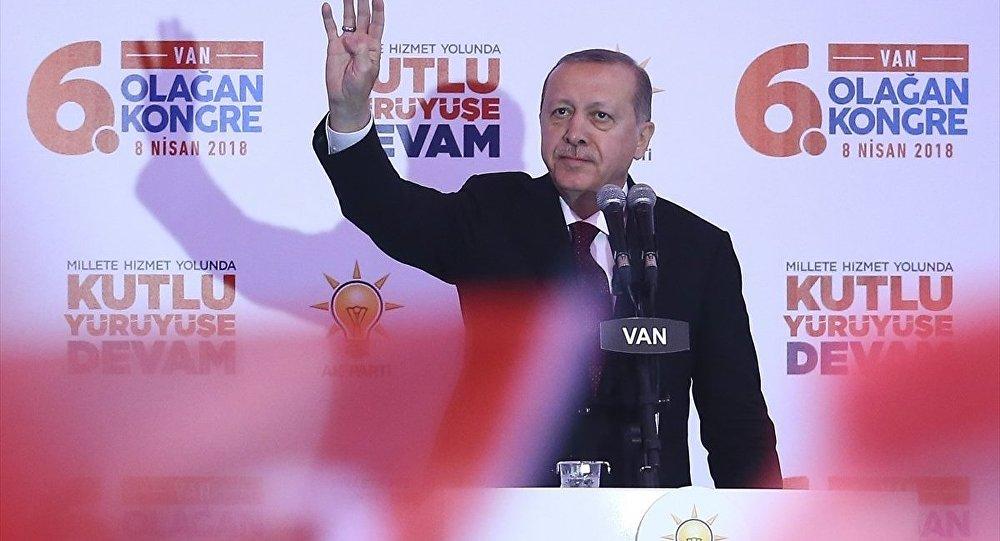 Cumhurbaşkanı ve AK Parti Genel Başkanı Recep Tayyip Erdoğan, partisinin Van 6. Olağan İl Kongresi'ne katılarak konuşma yaptı.