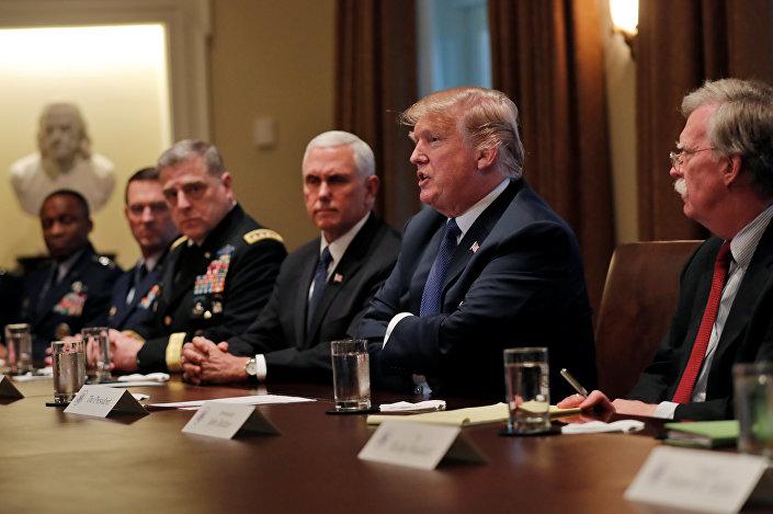 ABD Başkanı Donald Trump, Beyaz Saray'da ABD'li üst düzey komutanlarla bir araya geldi.
