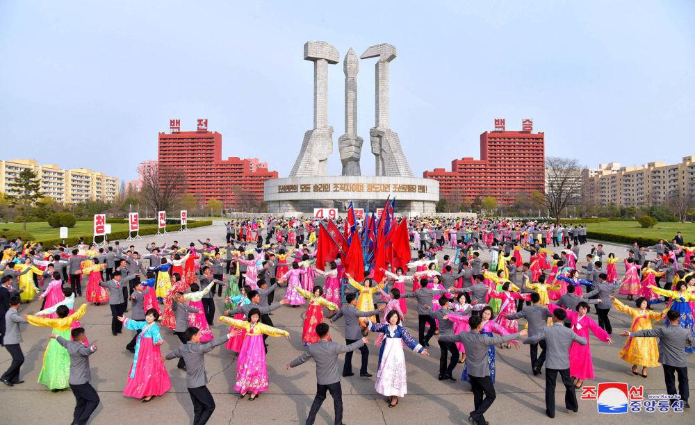 Kuzey Kore'deki etkinliklerden görüntüler