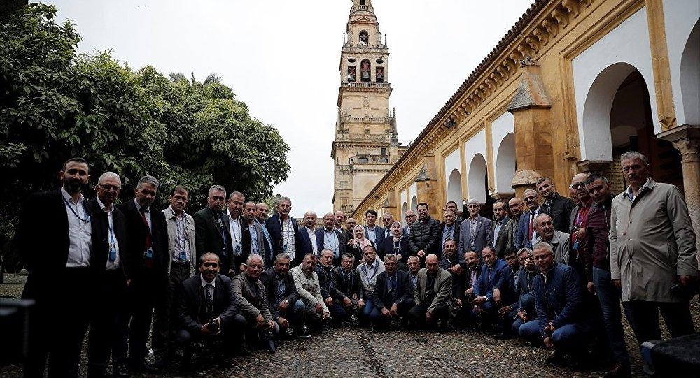 Cumhurbaşkanı Recep Tayyip Erdoğan'ın 'muhtarların farklı kültürleri görebilmesi için yurtdışı gezilerinin organize edilmesi' talimatı üzerine İçişleri Bakanlığı tarafından 5 ilden 50 muhtar, İspanya'nın Cordoba kentindeki Kurtuba Camii'ni ziyaret etti.
