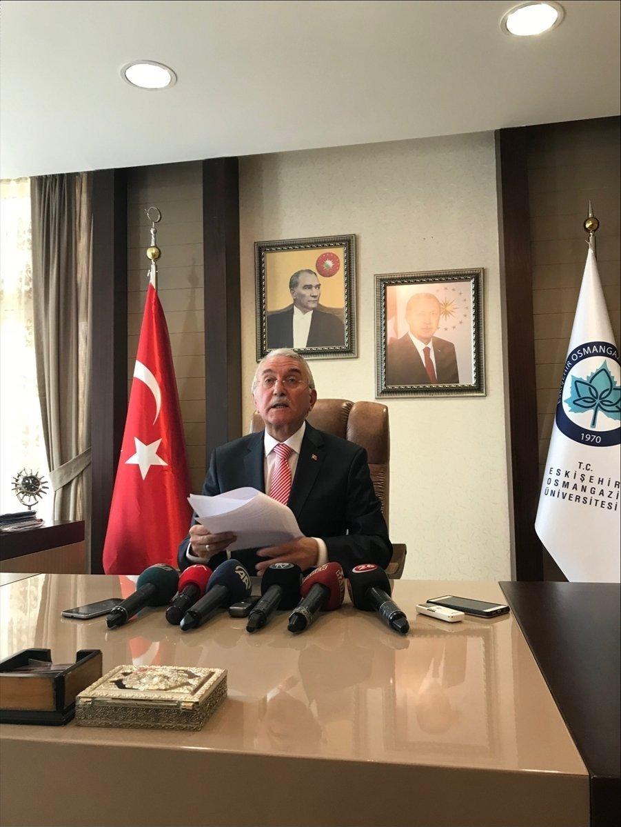Eskişehir Osmangazi Üniversitesi (ESOGÜ) Rektörü Prof. Dr. Hasan Gönen, makamında düzenlediği basın toplantısında görevinden ayrıldığını açıkladı.