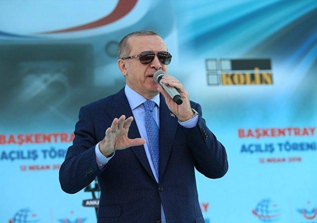 Cumhurbaşkanı Recep Tayyip Erdoğan, Kayaş Tren Garı'nda düzenlenen Başkentray Açılış Töreni'ne katılarak konuşma yaptı. Erdoğan, konuşması öncesinde vatandaşları selamladı.
