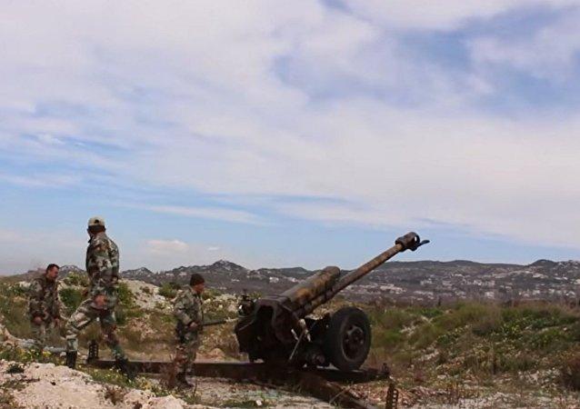 Lazkiye: Suriye ordusunun teröristlerin roketli saldırılarına yanıtı