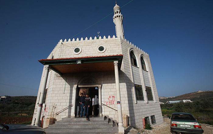 Siyonistler Batı Şeria'da camiye saldırdı