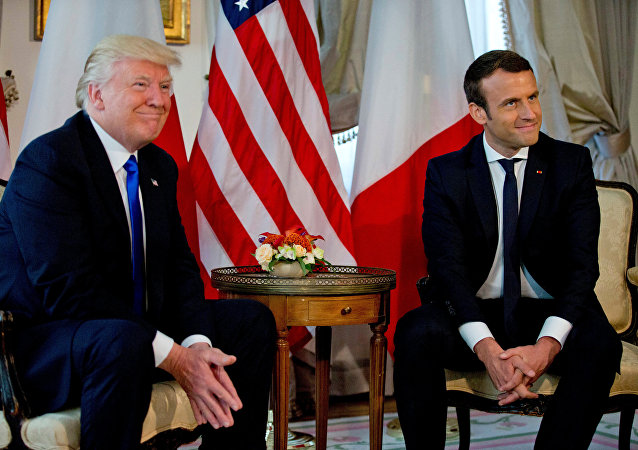 US President Donald Trump (L) meets French President Emmanuel Macron before a working lunch ahead of a NATO Summit in Brussels, Belgium, May 25, 2017.