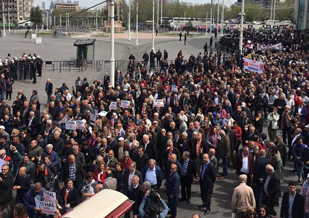 Polis, Taksim'de CHP'lilere izin vermedi