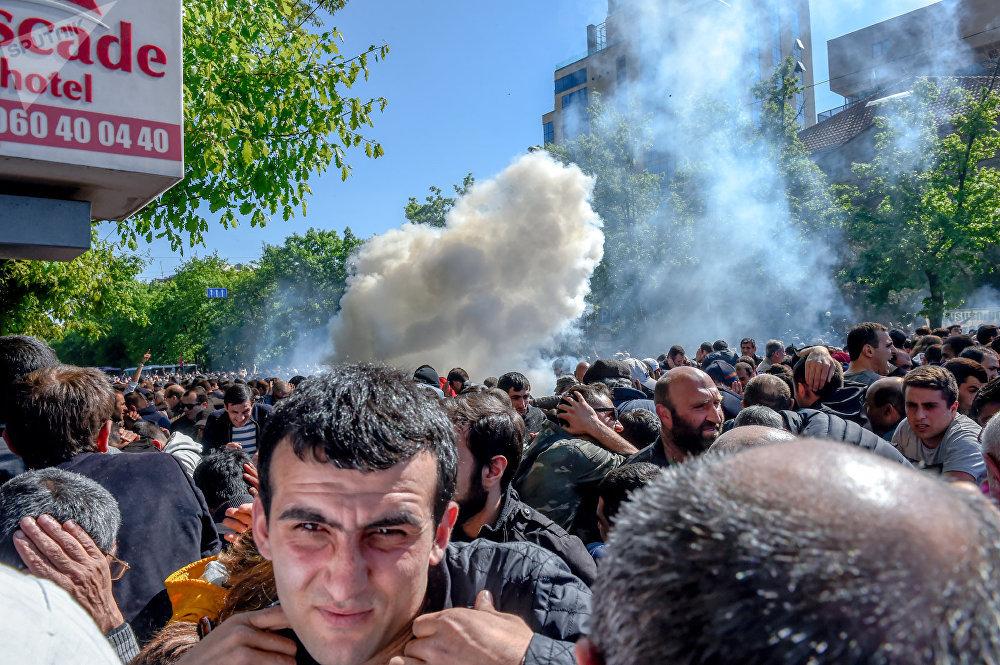 Bagramyan Caddesi'nde yaşanan çatışmalar sırasında sesli bombalar kullanıldı.