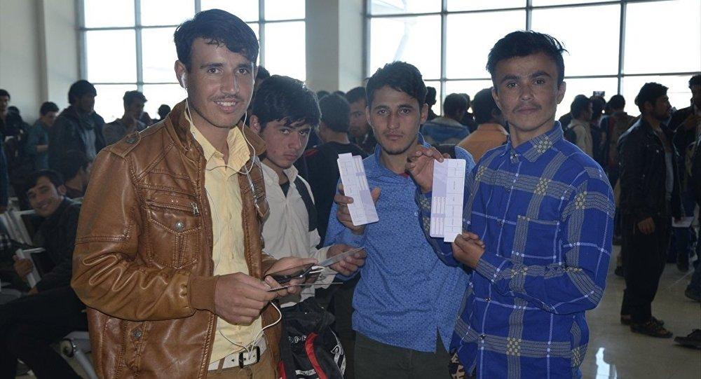 Afgan göçmenler ülkelerine döndü