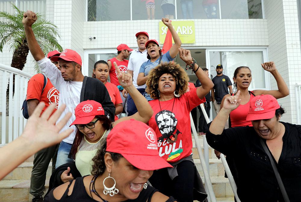 Brezilya'da eski Devlet Başkanı Lula'nın apartman dairesinde eylem