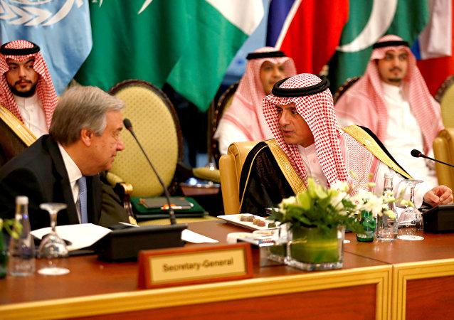Suudi Dışişleri Bakanı Adil Cubeyr, Riyad'da BM Genel Sekreteri Antonio Guterres'i ağırlayıp ortak basın toplantısı düzenledi, 17 Nisan 2018