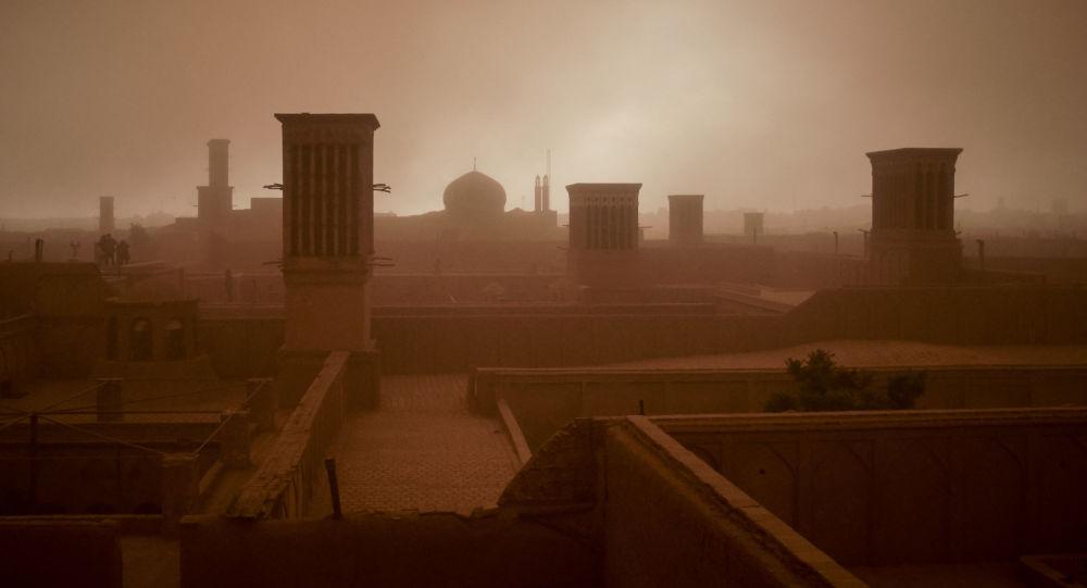 İran'da kum fırtınası