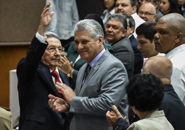 Küba Ulusal Meclisi, devlet başkanlığını bırakan Raul Castro'nun yerine tek aday gösterdiği yardımcısı Miguel Diaz-Canel'i seçti.