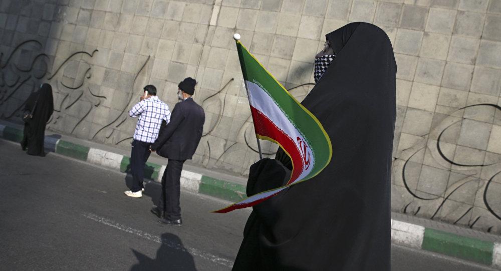 İranda genç erkek ve kadınların kamuya açık dansı nedeniyle Kültür Bakanlığı yetkilisi tutuklandı