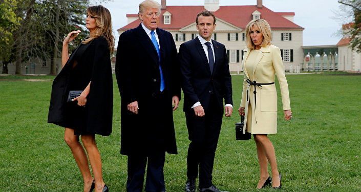 (Soldan sağa) Melania Trump, Donald Trump, Emmanuel Macron, Brigitte Macron, George Washington'ın Vernon Dağı Konutu'nda, Virginia, 23 Nisan 2018