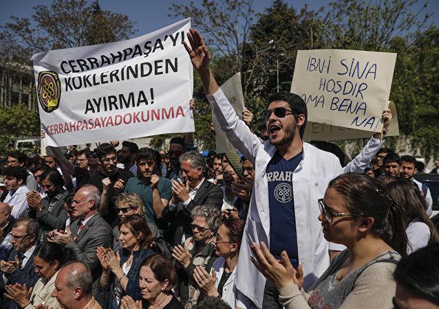 Cerrahpaşa Tıp'ta Bölünmeprotestosu