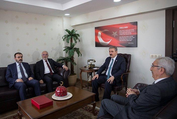 AK Parti Grup Başkanvekili Mustafa Elitaş, AK Parti Genel Başkan Yardımcısı ve Parti Sözcüsü Mahir Ünal, BBP Genel Başkanı Mustafa Destici'yi makamında ziyaret etti. Görüşmeye, BBP Genel Sekreter Üzeyir Tunç da katıldı.