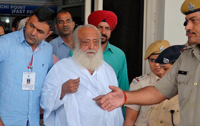 Tecavüzle suçlanan Hindistanlı guru Asaram Bapu müebbete mahum edildi