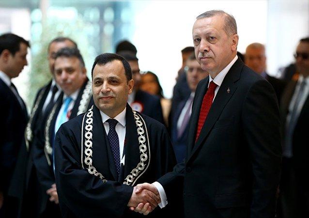 Cumhurbaşkanı Recep Tayyip Erdoğan,  AYM Başkanı Zühtü Arslan