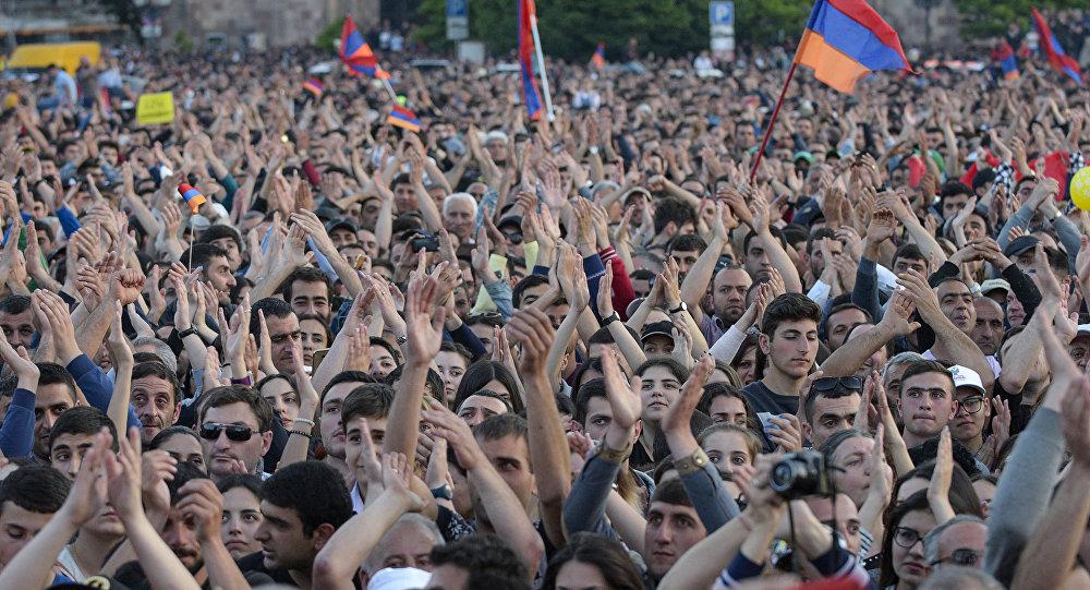 Ermenistan-muhalefet destekçileri