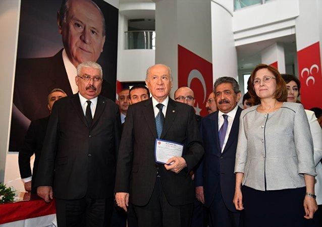 MHP Genel Başkanı Devlet Bahçeli, 24 Haziran genel seçimleri için parti genel merkezinde milletvekilliği adaylık başvurusunu yaptı.