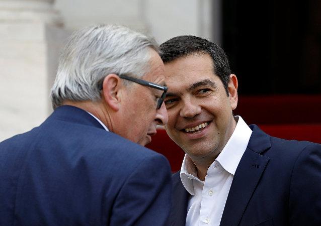 Avrupa Komisyonu Başkanı Jean-Claude Juncker Atina'yı ziyaretinde Yunanistan Başbakanı Aleksis Çipras tarafından ağırlandı, 26 Nisan 2018
