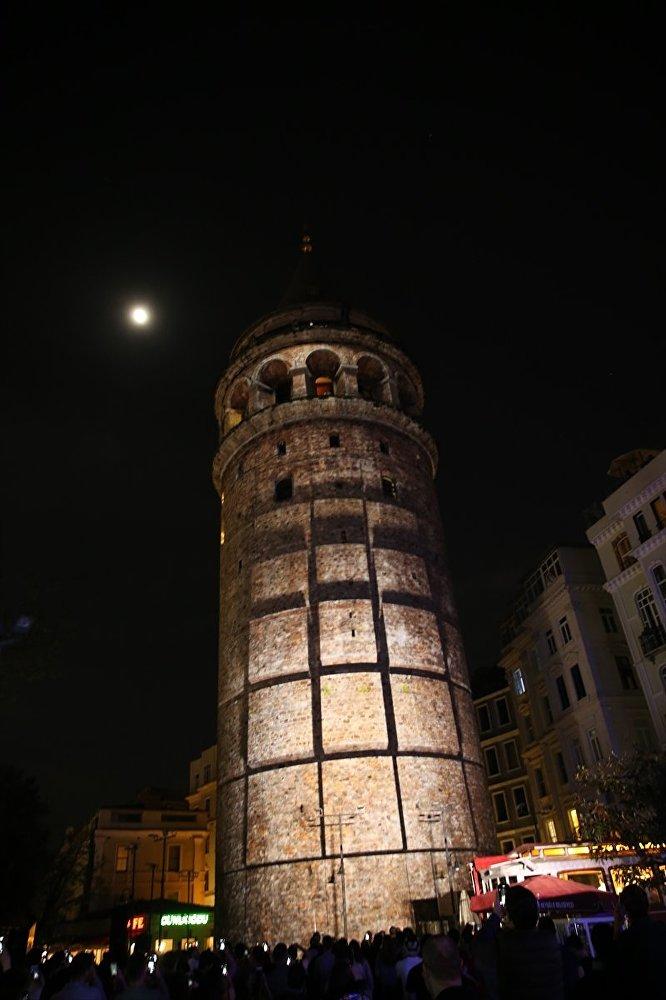 Galata Kulesi'nde video mapping gösterisi