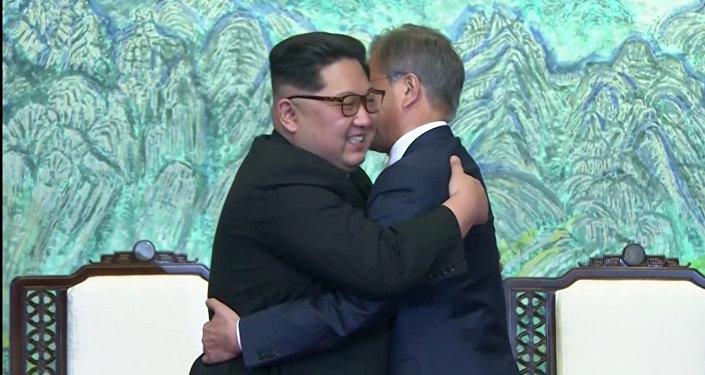 Kuzey Kore lideri Kim Jong-un- Güney Kore Devlet Başkanı Moon Jae-in
