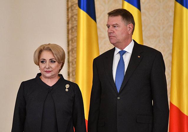 Romanya'da Başbakan Viorica Dancila ile Cumhurbaşkanı Klaus Iohannis (sağda)