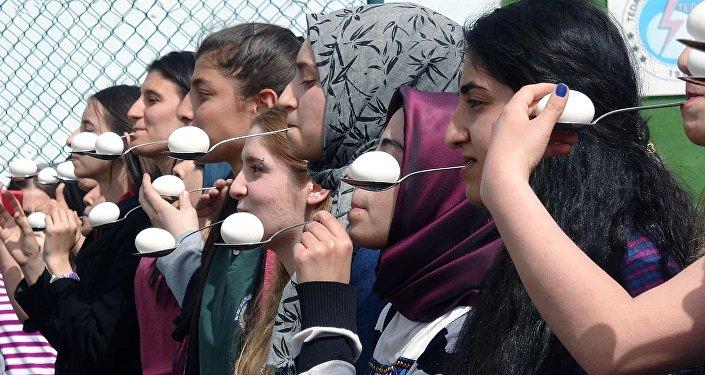 Liselilerden '15 Temmuz Demokrasi Zaferi' etkinliği