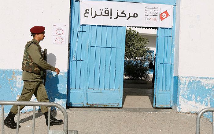 Tunus'ta asker ve polise oy hakkı verildi