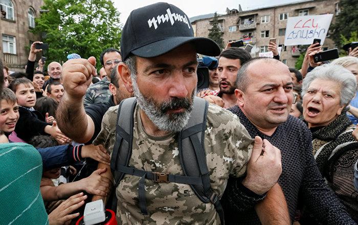 Ermenistan'da protestocuların lideri Paşinyan resmen başbakan adayı oldu