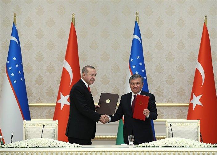 Türkiye ile Özbekistan arasında 3 milyar doların üzerinde değeri olan 50 yeni yatırım için mutabakata varıldı.