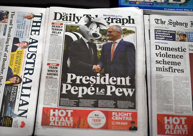 Avustralya'nın tabloid gazetesi Daily Telegraph'ın manşetinde Turnbull'la el sıkışan Macron, 'Pepé Le Pew' olarak fotomontajlandı.