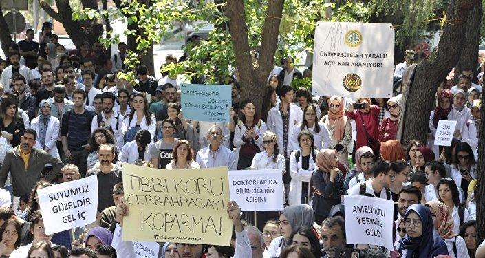 Yasa tasarısı İstanbul Üniversitesi'nde protesto edildi