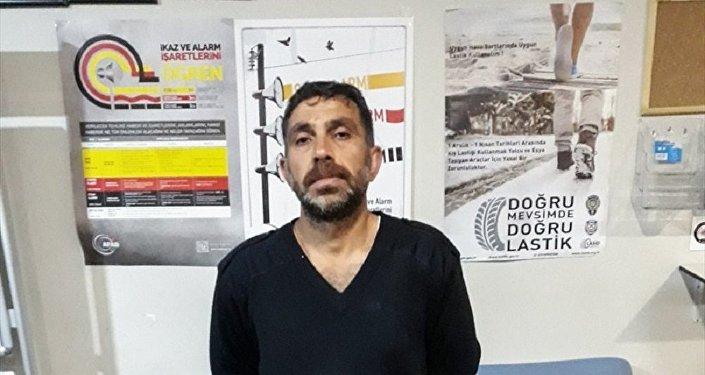 Kadıköy'deki Surp Takavor Ermeni Kilisesi'nin duvarına yazı yazıp önüne çöp döktüğü iddia edilen zanlı gözaltına alındı.