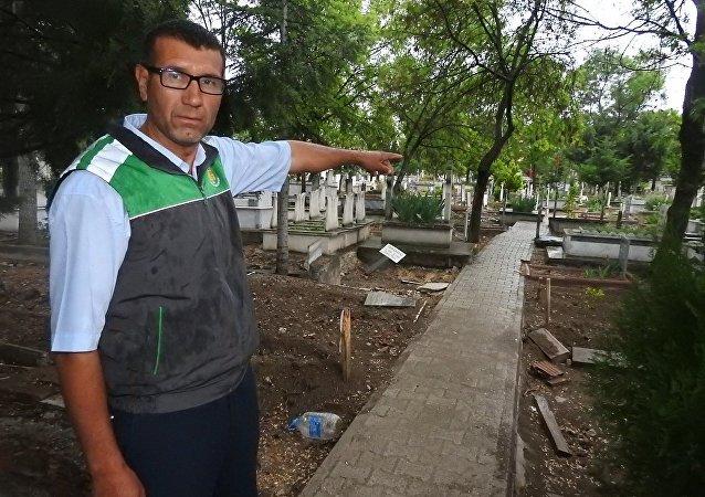 Çorum'daki mezarlık görevlisi Fikret Yumutkan