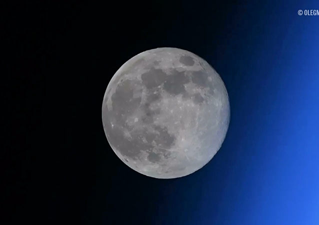 Rus kozmonot uzaydan ay batımını paylaştı