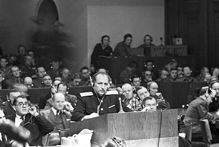 SSCB Başsavcısı Korgeneral Roman Rudenko Nürnberg Uluslararası Askerî Ceza Mahkemesi'nde