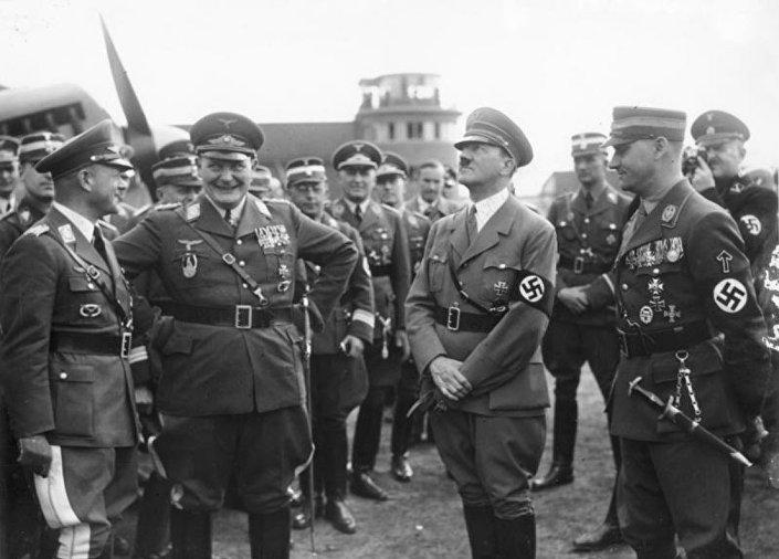 Hermann Göring, Adolf Hitler ve Viktor Lutze