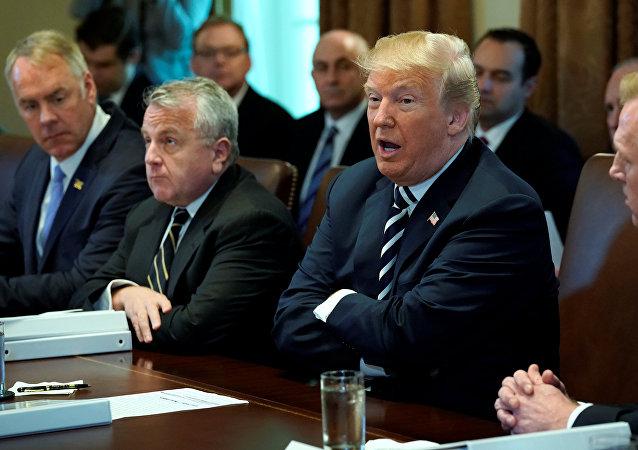 Trump kabine toplantısında