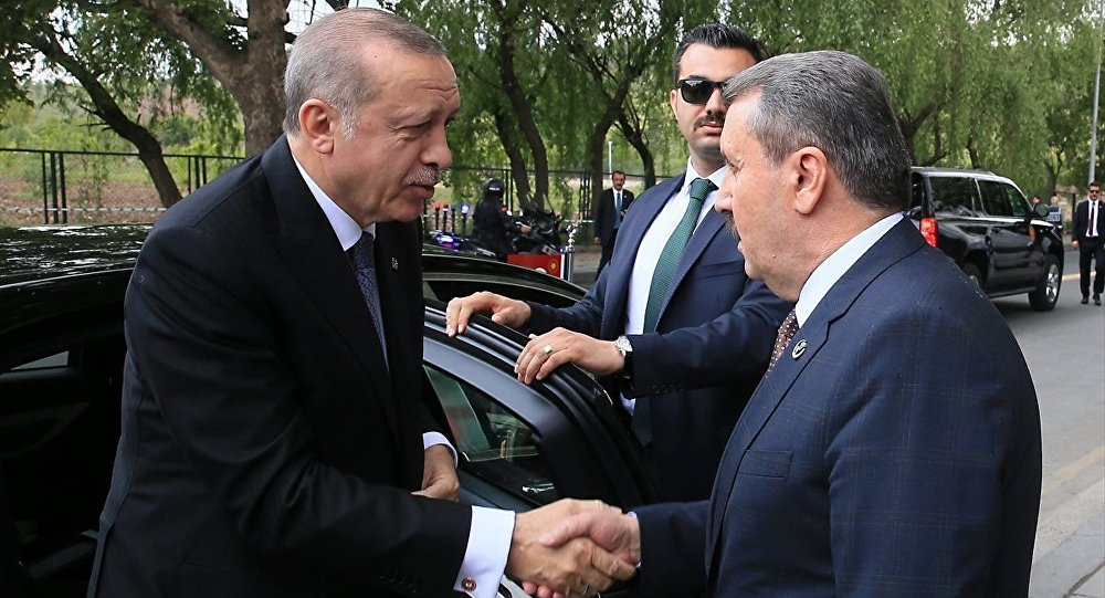 Destici, Erdoğan'ı kapıda karşıladı.