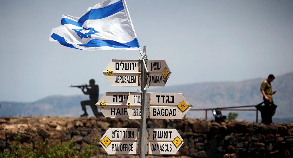 İsrail işgali altındaki Golan'da yol tabelaları