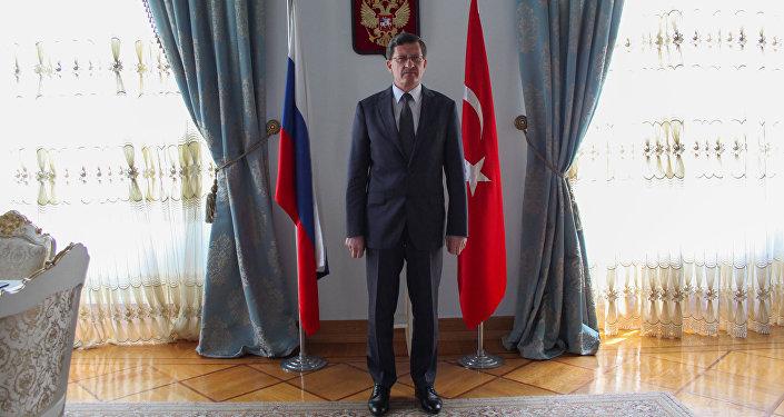 Rusya Federasyonu İstanbul Başkonsolosu Andrey Podelışev, Sovyetler Birliği'nin Nazi Almanyası'nı yenilgiye uğratmasının 73. yıl dönümünün haftasında Sputnik'le söyleşi gerçekleştirdi.