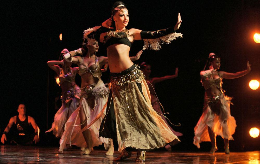 Çeşitli ülkelerde sahne alan dansözler
