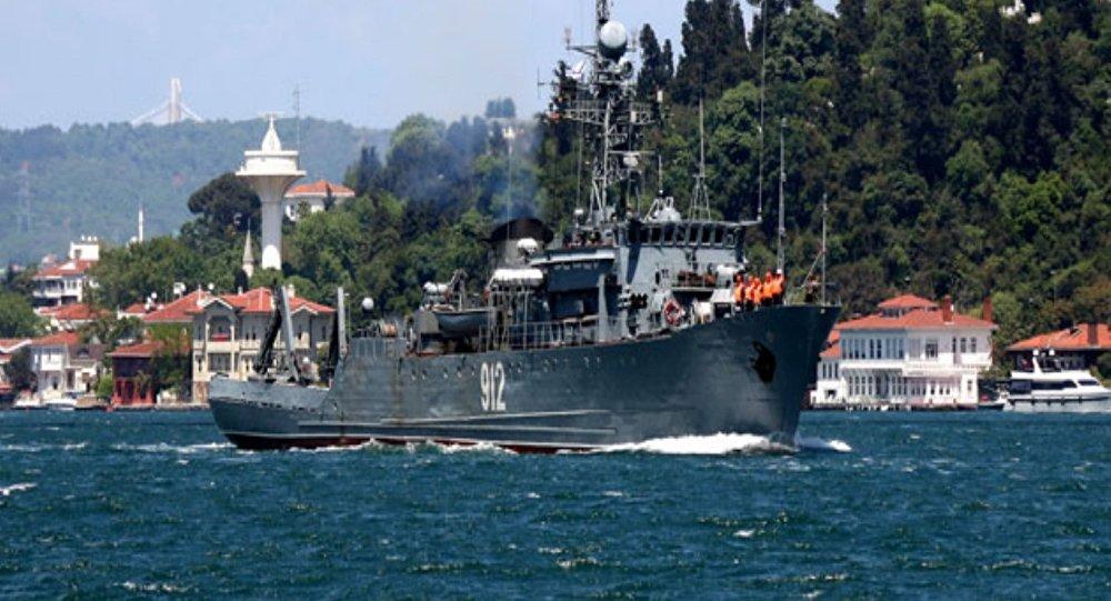 Boğaz-Rus askeri gemisi