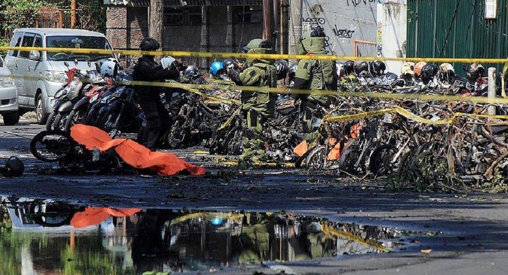 Endonezya'da 3 kiliseye bombalı saldırı